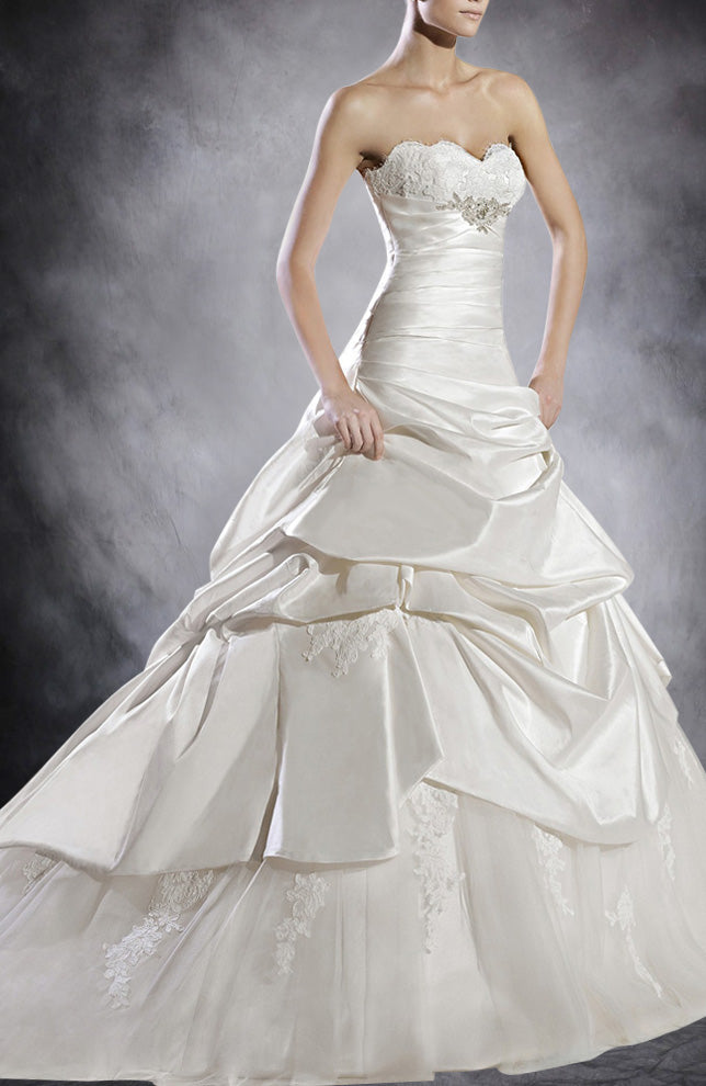 A-line Sweetheart Chapel Train White Strapless Wedding Gowns. Style Code: 07540