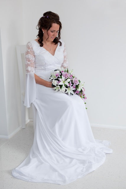A-line Lace Wedding Gown With Brush Train Style Code: 00530 US$109.00