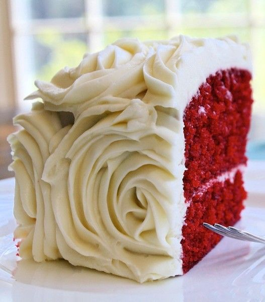Spring wedding food ideas | red velvet cakes