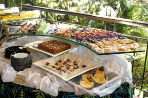 wedding dessert station: wedding food trends