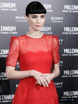rooney mara matching red lips with a red gown
