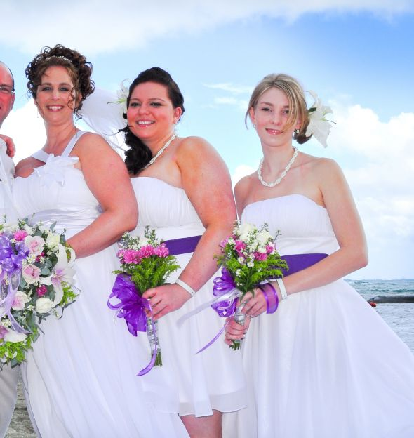 Heidi and her bridesmaids together