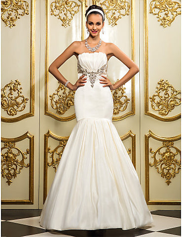 Fit and Flare Strapless Floor-length Satin Wedding Dress