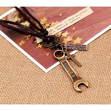 Lureme Vintage Style Leather Wrench Shape Pendant Alloy Necklace