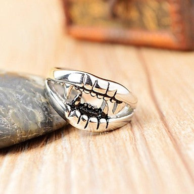 Domineering Men's Wolf Tooth Stainless Steel Ring
