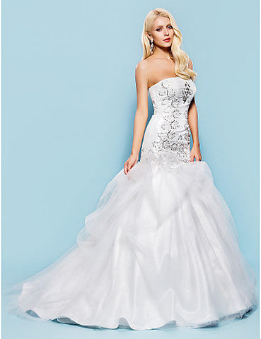 Fit and Flare Strapless Court Train Tulle Wedding Dress