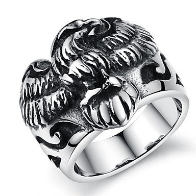 Retro Pattern Creative Hollow Forward Armor Stainless Steel Men's Ring (1 Pcs)