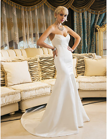 Trumpet/Mermaid Sweetheart Court Train Satin Wedding Dress (631188)