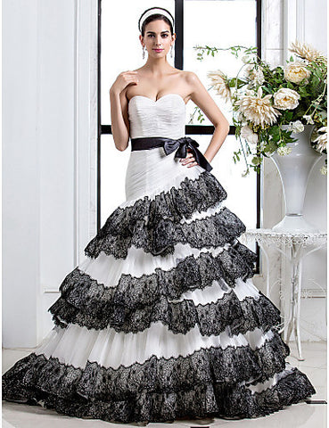 Fit and Flare Sweetheart Court Train Appliques Tulle Wedding Dress