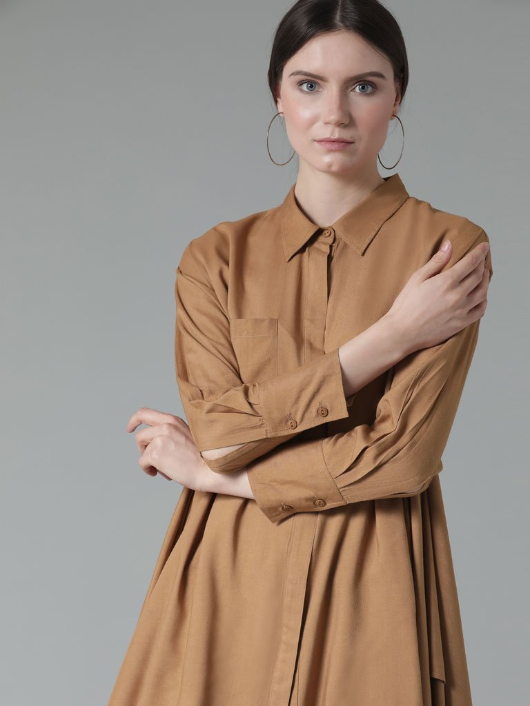 Asymmetric hem shirt cut to perfection in a soft bamboo fabric