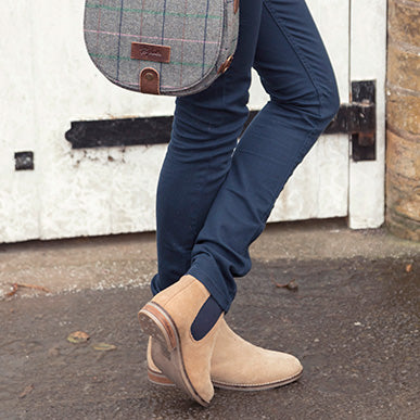 How to match Chelsea Boots with your Bag or Purse