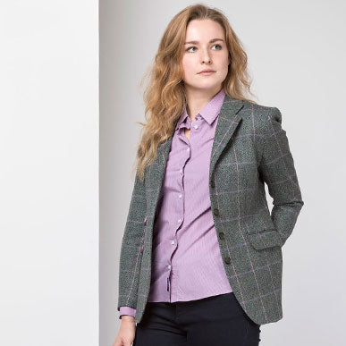 Wearing a tweed blazer as a country lady: Top tips