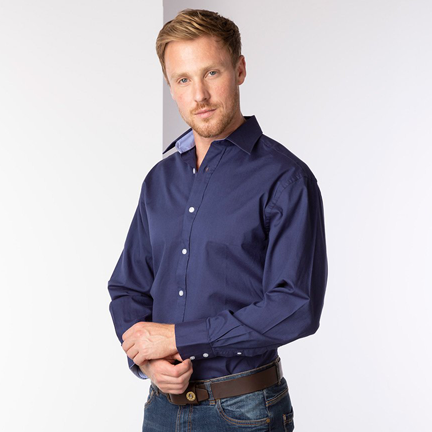 What Colour Shirt to Wear With a Black Suit