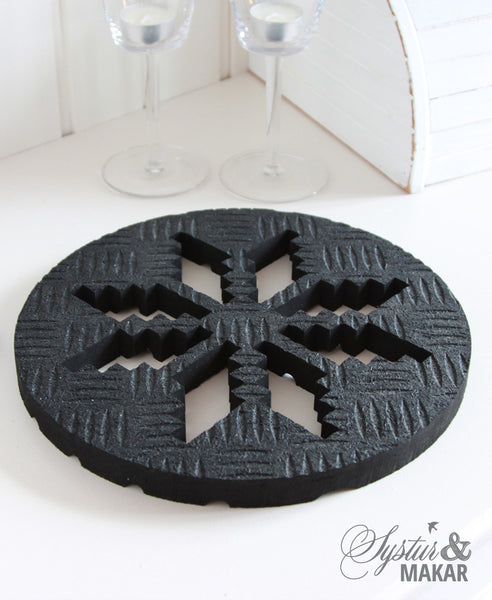 Trivets: heat resistant mat made of recycled tires and cut