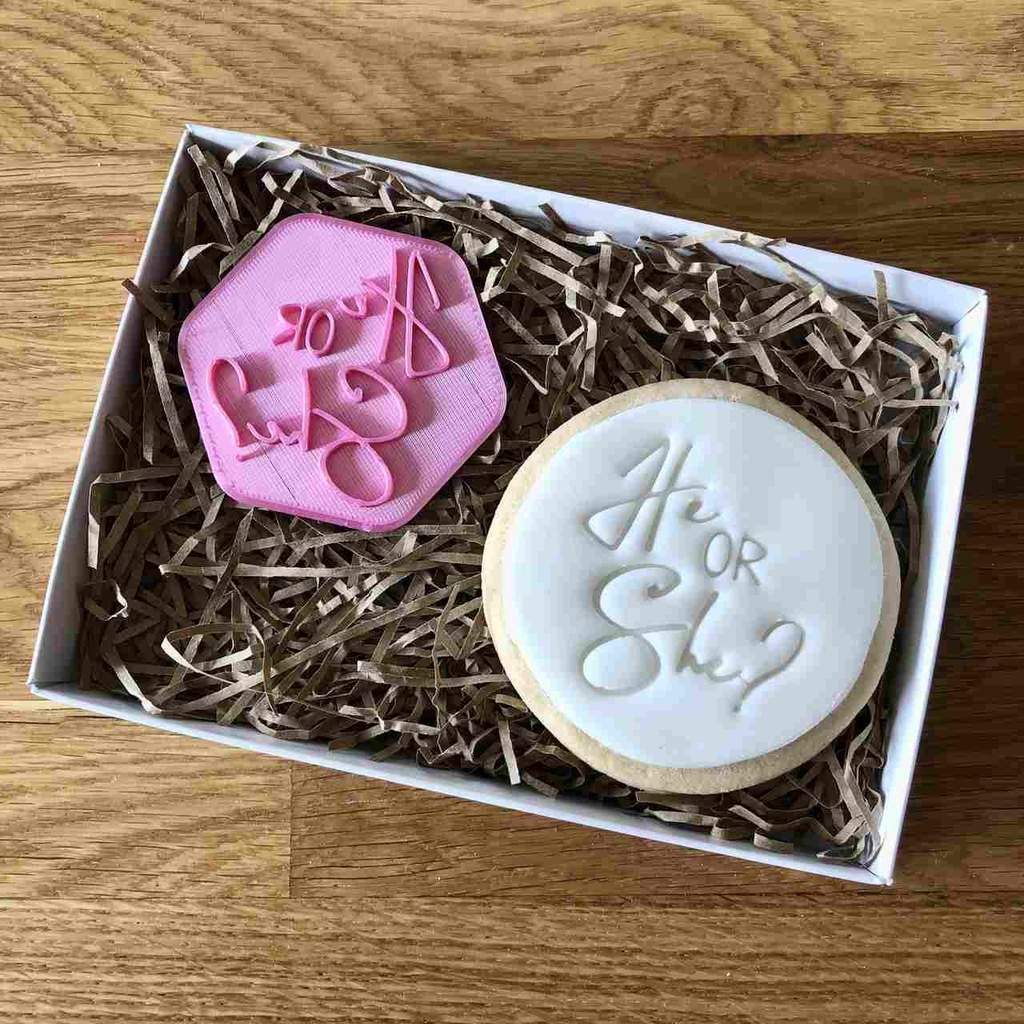 """HE OR SHE"" Cookie Stamp Lissie Lou"