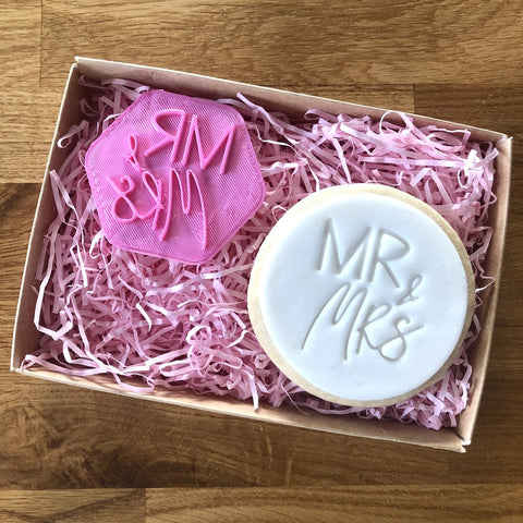 """MR & MRS"" Cookie Stamp Lissie Lou"