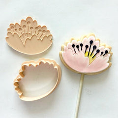 """CLOSED FLOWER 031"" Little Biskut Embosser And Cutter"