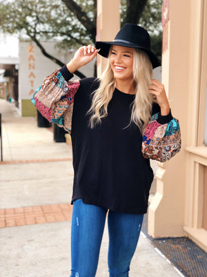 BLACK TOP WITH PATTERN CONTRAST SLEEVE