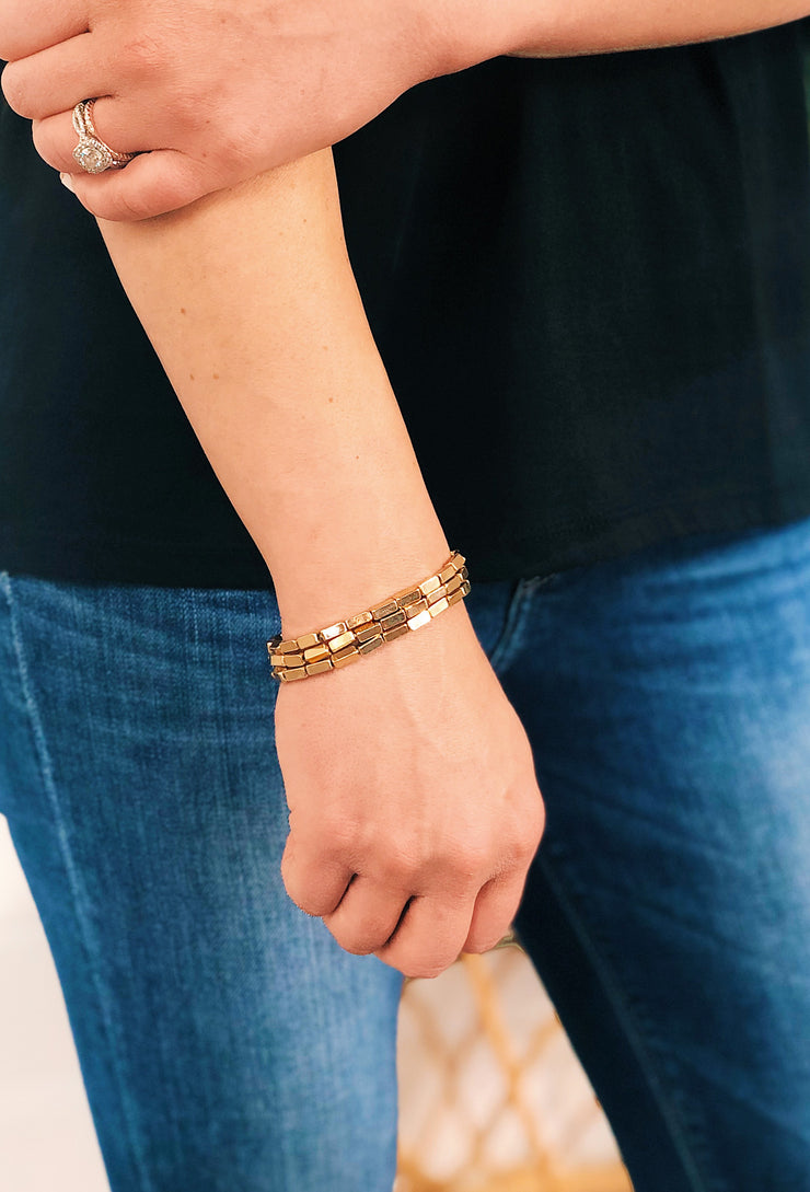 Not Basic Bracelet Set Gold, 3 stretchy gold bracelets with rectangular beads