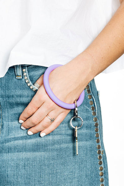 O-Venture Silicone Key Ring in Lavender, in the cabana