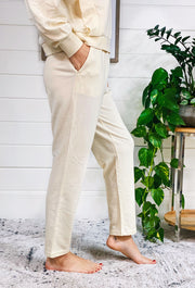 Z SUPPLY Brixton Jogger, off white ruffle waist joggers with button front detailing