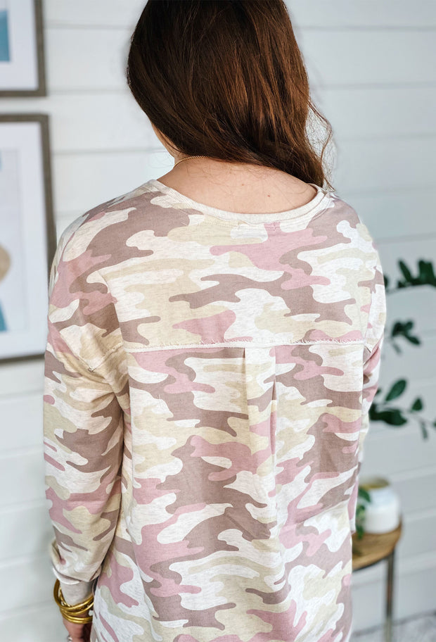 Z SUPPLY Dusty Camo V-Neck Weekender in Mauve, pink camo weekender pullover with side slit