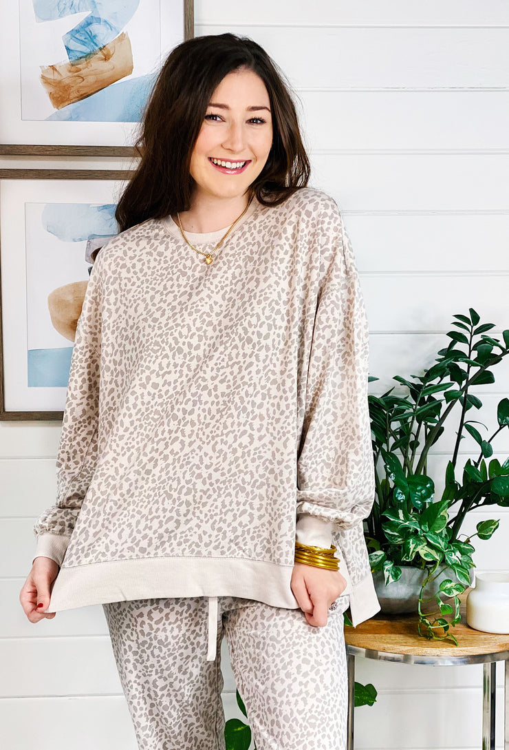 Z SUPPLY Modern Tonal Leopard Weekender, cream pullover with tan leopard print