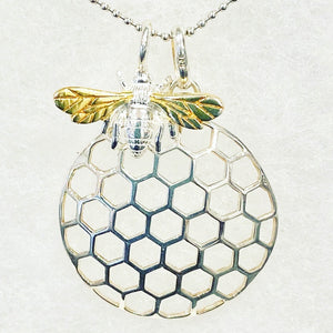 Bee 🐝 Pendant necklace