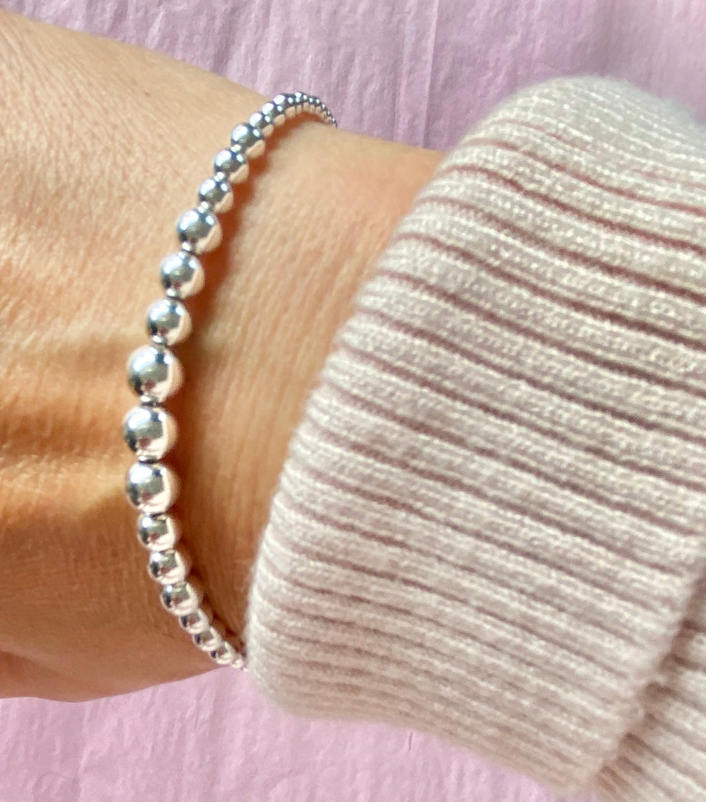 Classic graduated silver ball bracelet