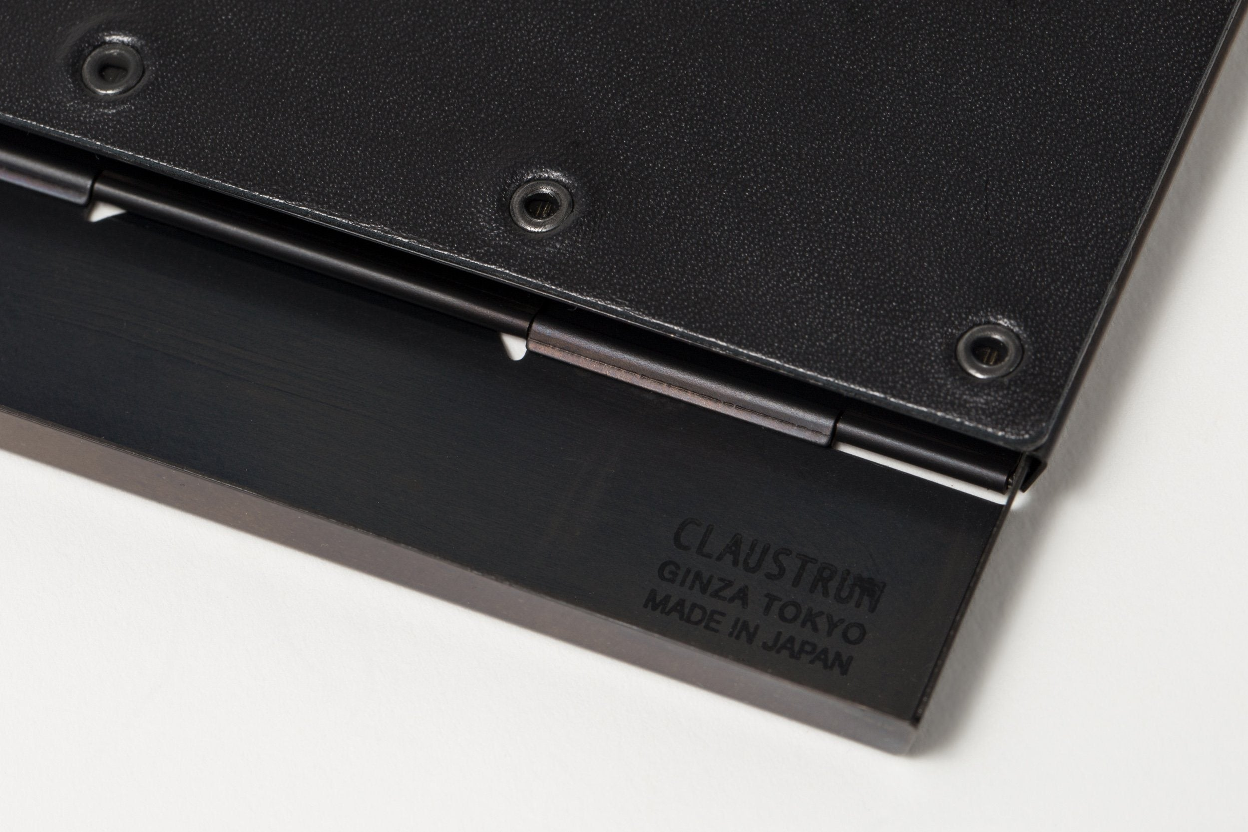 Claustrum card case serve leather black out finish kohezi claustrum card case serve leather black out finish colourmoves