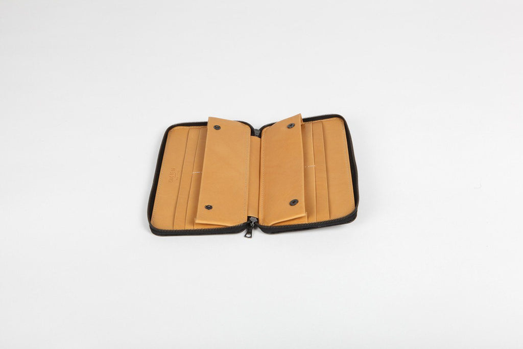 Isaac Reina - Travel Wallet