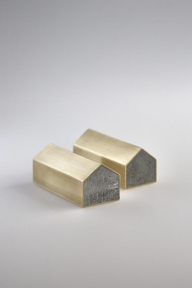 Studiokyss - Brass Concrete House Paperweight