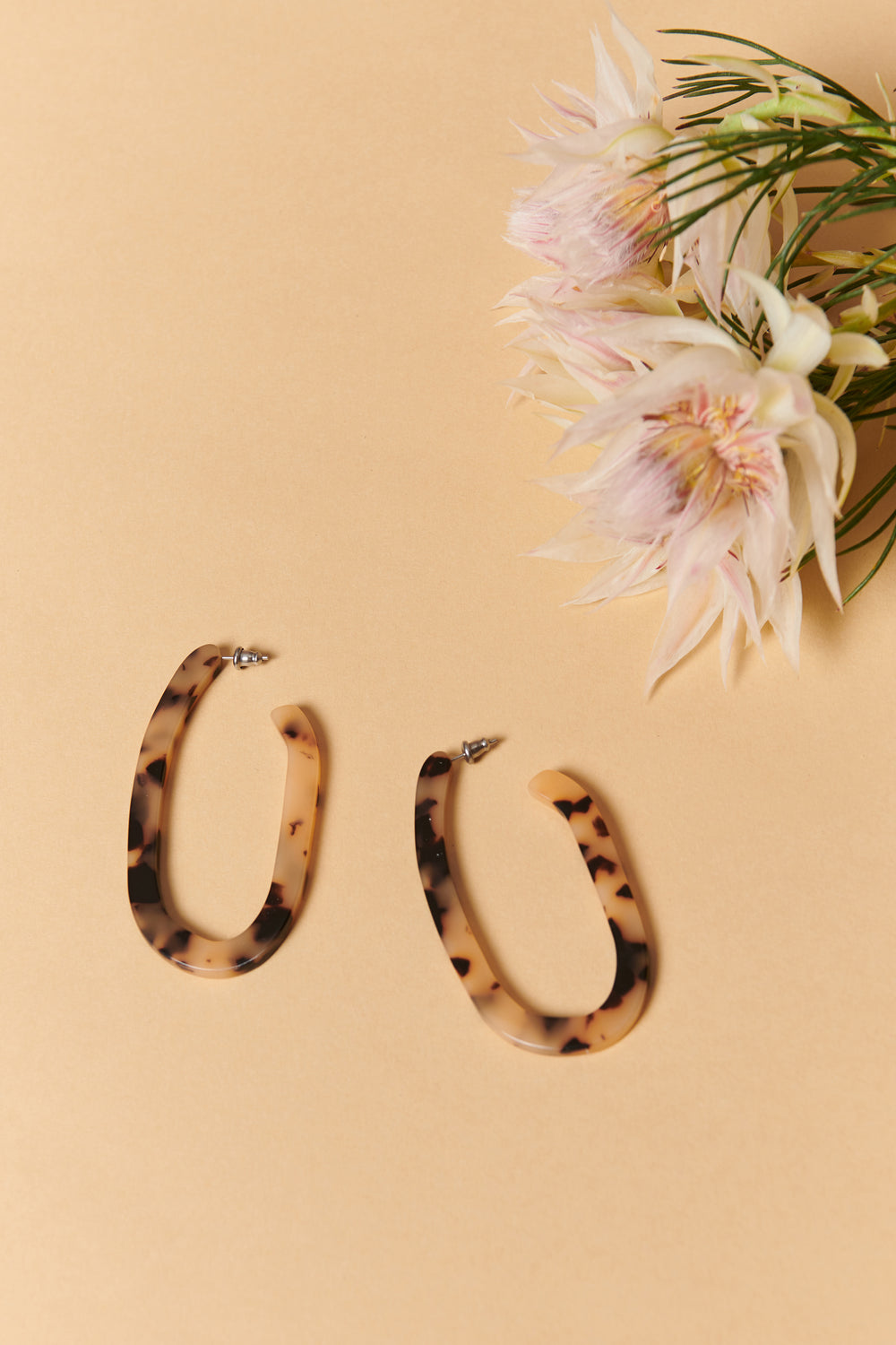 Machete Margot Hoops in Blonde Tortoise - Whimsy & Row