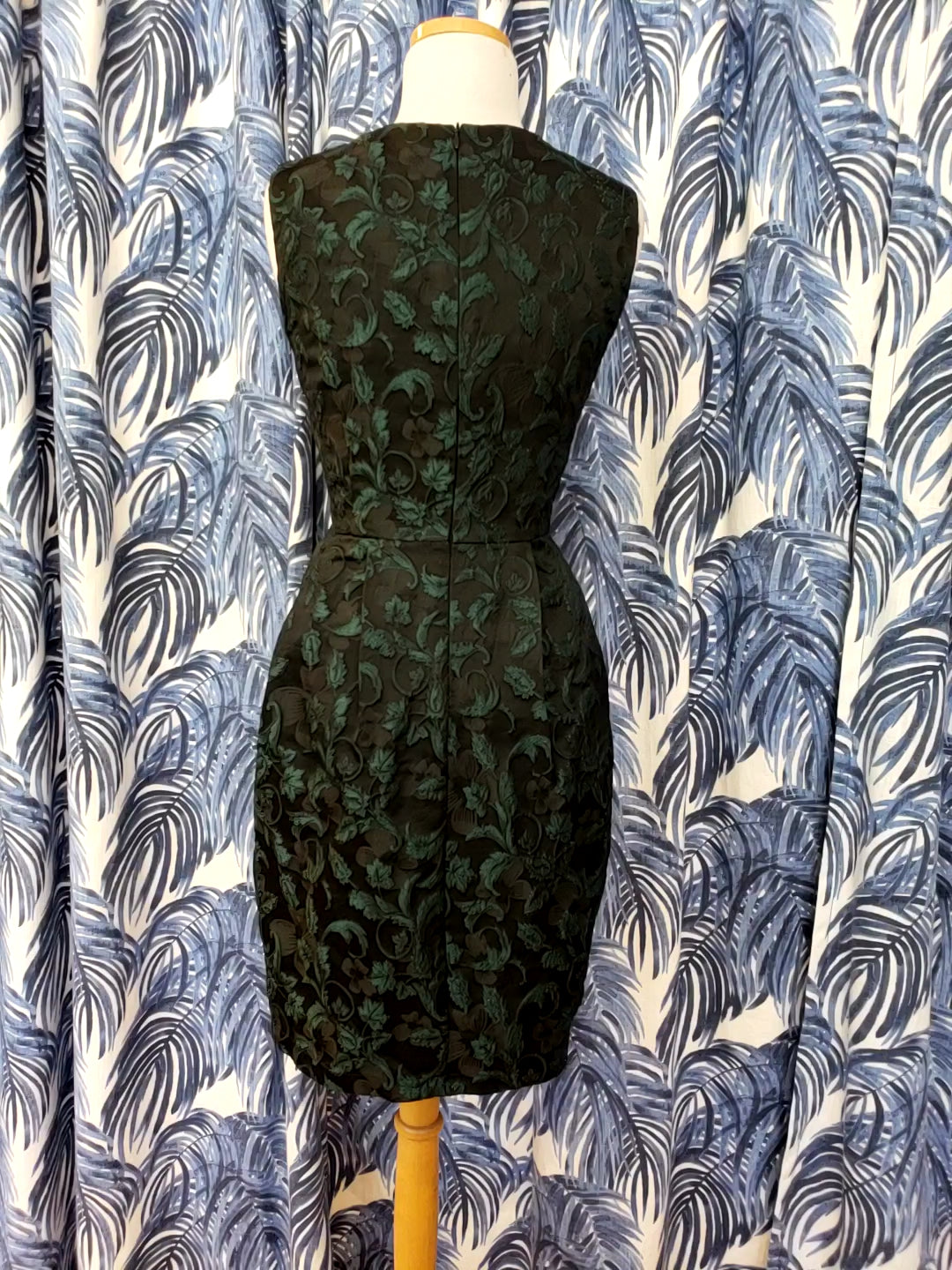 Floral Jacquard Sleeveless V-Neck Dress in Dark Green Combo