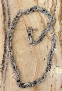 Chunky Resin Mask Chain in Marled Grey