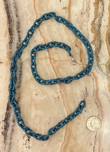 Oval Resin Mask Chain in Steel Blue