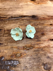 Buttercup Stud in Mint
