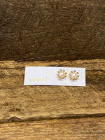 Load image into Gallery viewer, 24K Gold Vermeil Pronged Studs with Pearl