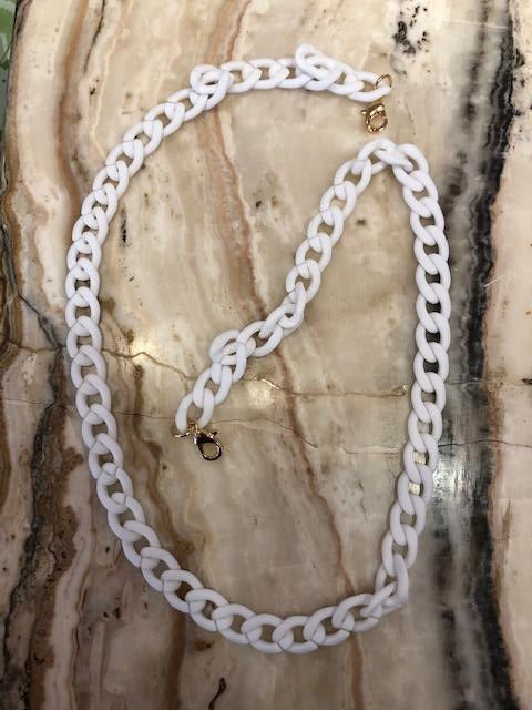 Resin Mask Chain in White