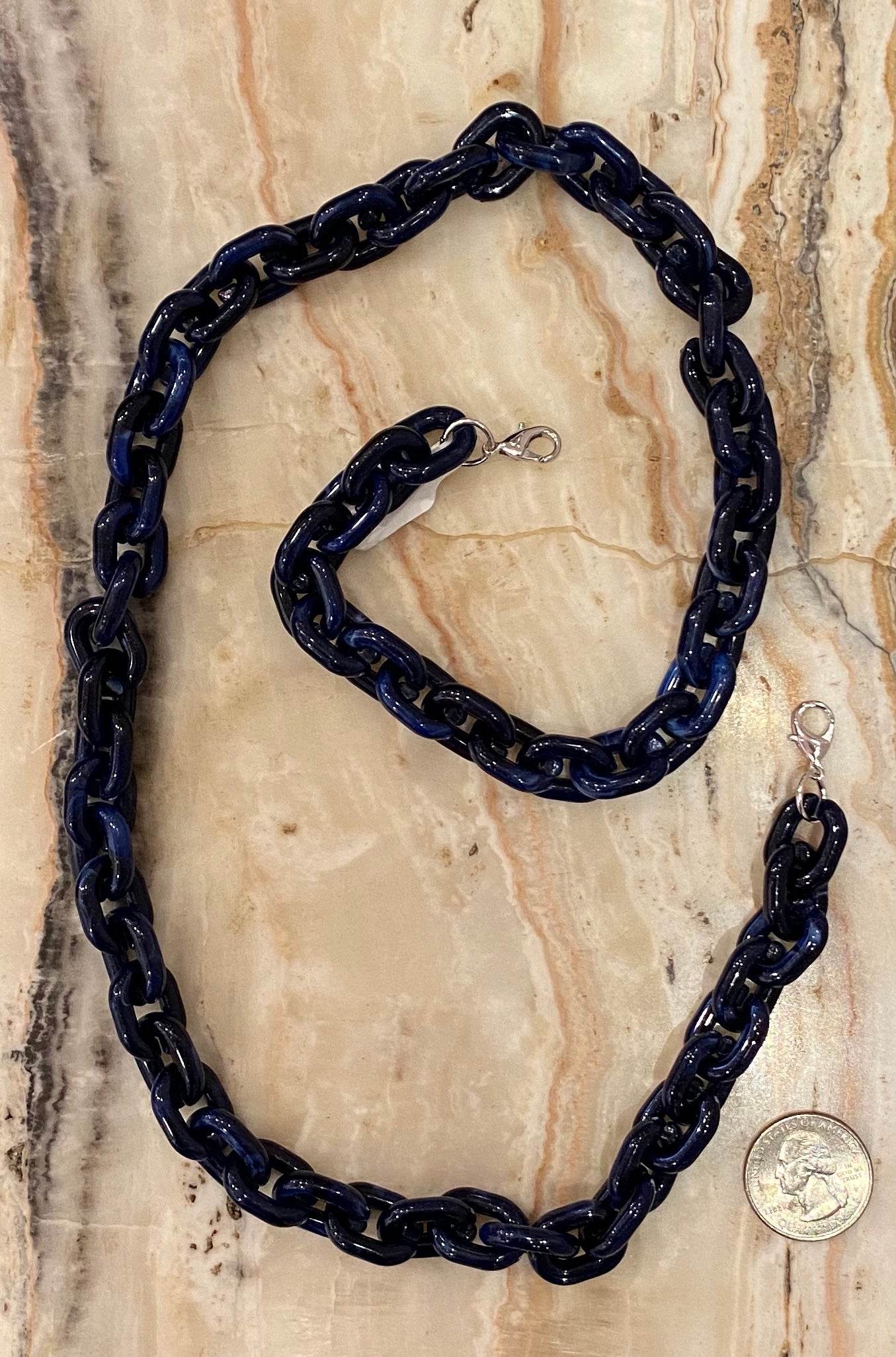 Chunky Resin Mask Chain in Marled Navy