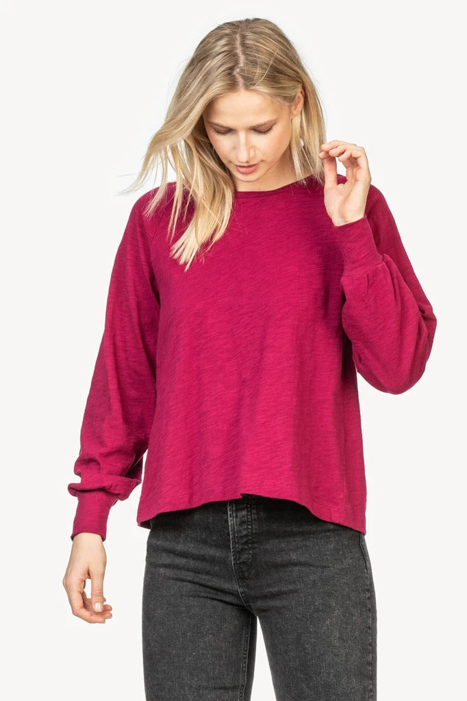 Full Sleeve Pleat Back Tee in Currant