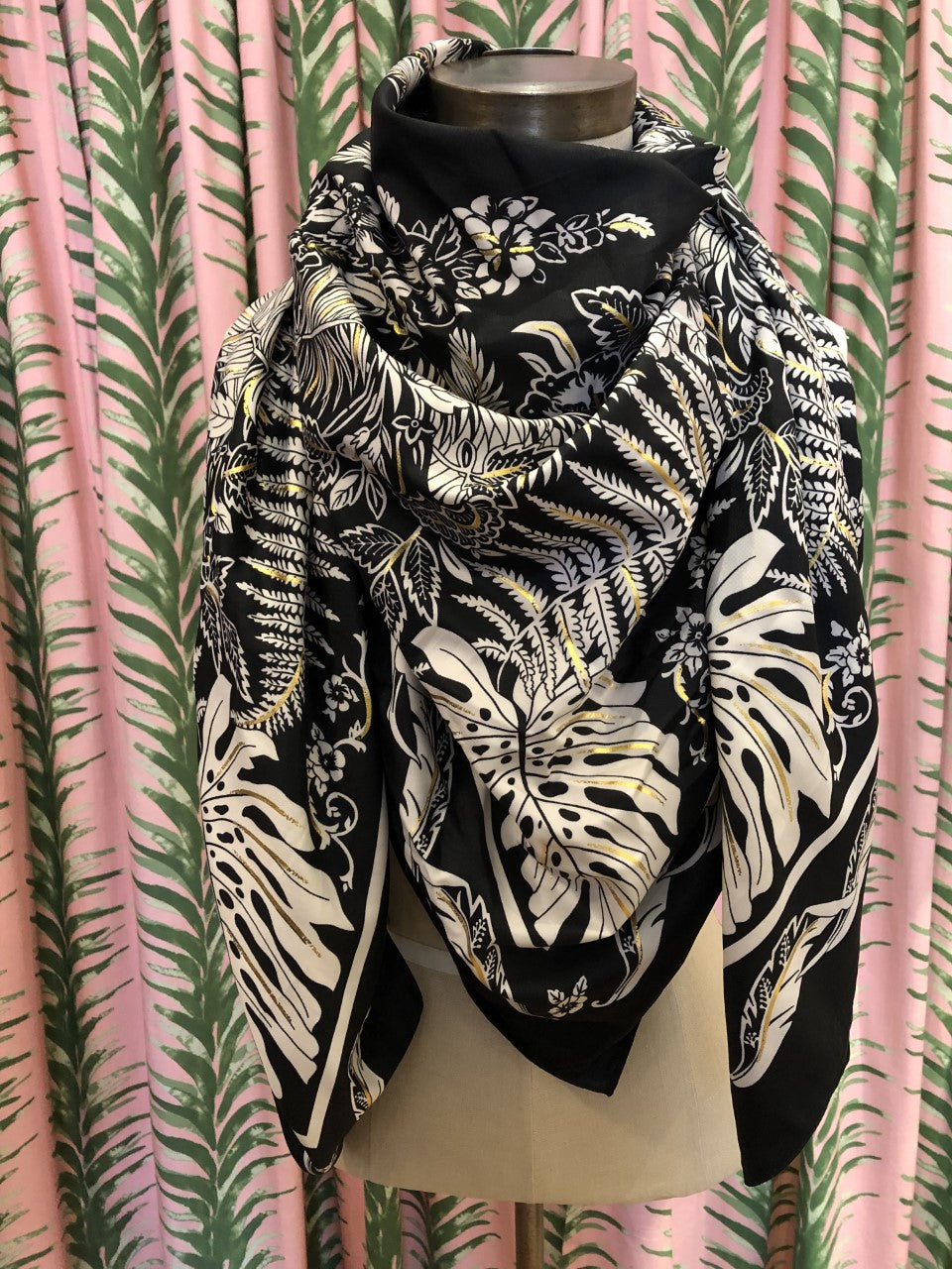 Abstract Monstera Leaf Print Scarf in Black Combo