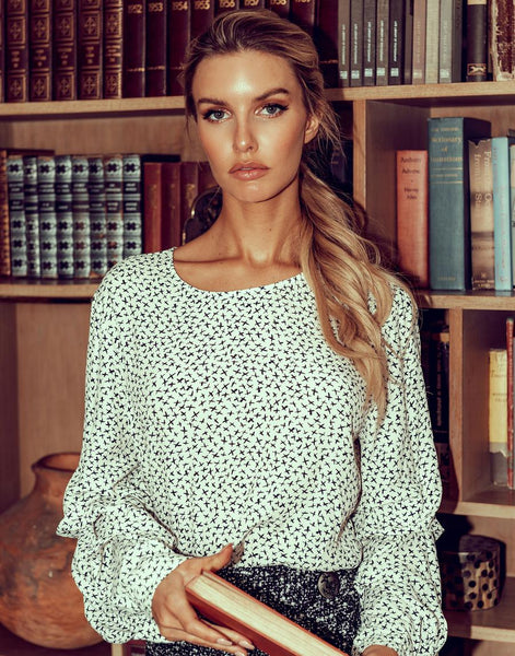 Long Sleeve Ruched Shirt in Black Print