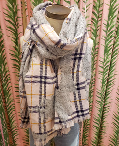 Point Boucle Plaid Scarf in Pink