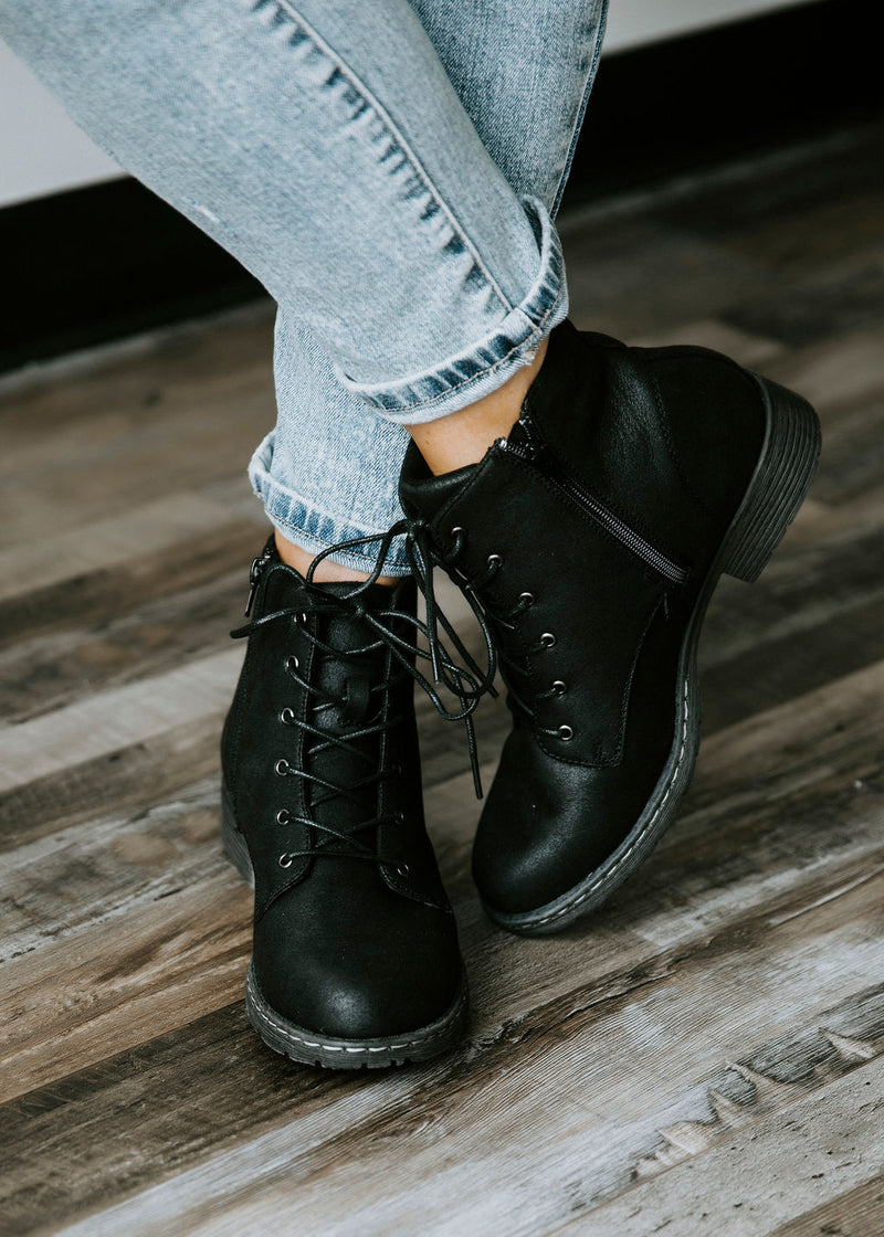 Naomi Lace-Up Boots – Lauriebelles