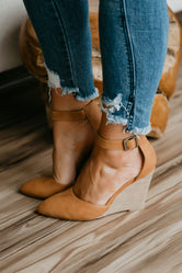 Abigail Pointed Wedge