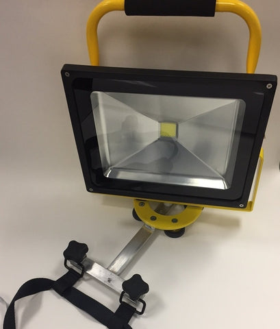 4500 LUMEN LED LIGHT w/AERIAL STRAND MOUNT BRACKET