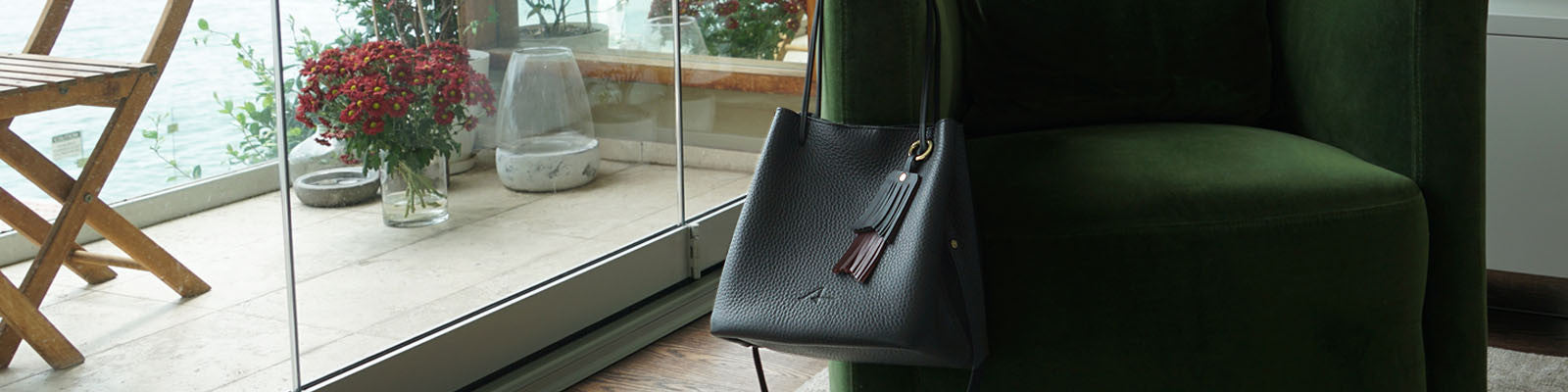 paro black leather bucket bag