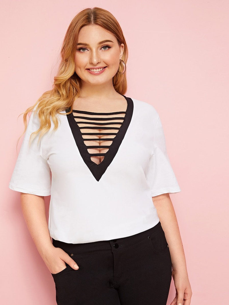 Plus Size Contrast Trim Cut Out V-Neck Tee