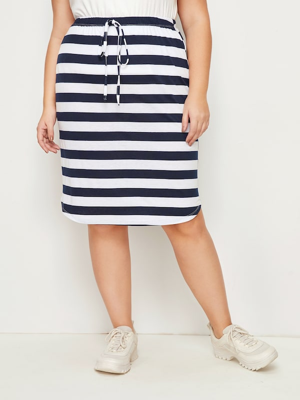 Plus Size Knot Front Curved Hem Striped Skirt